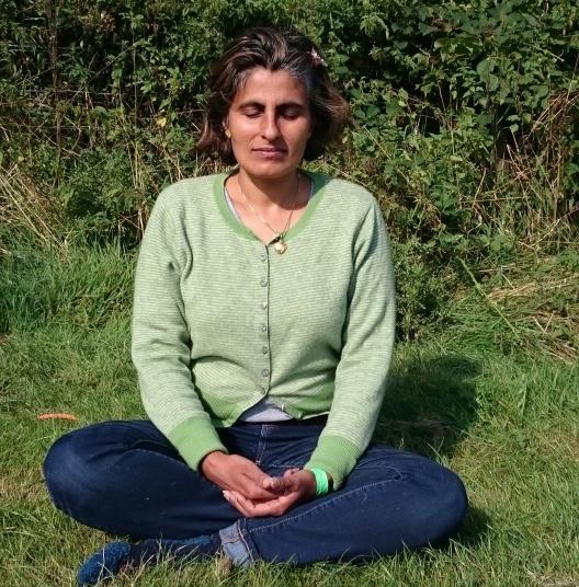 neeta-meditating